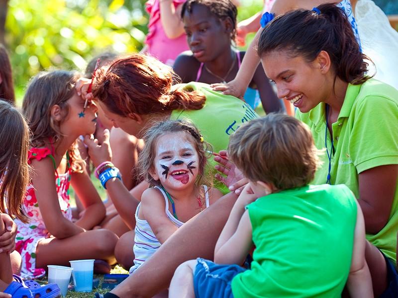 Le mini-club du Chia Laguna accueille les enfants et leur propose de nombreuses activités