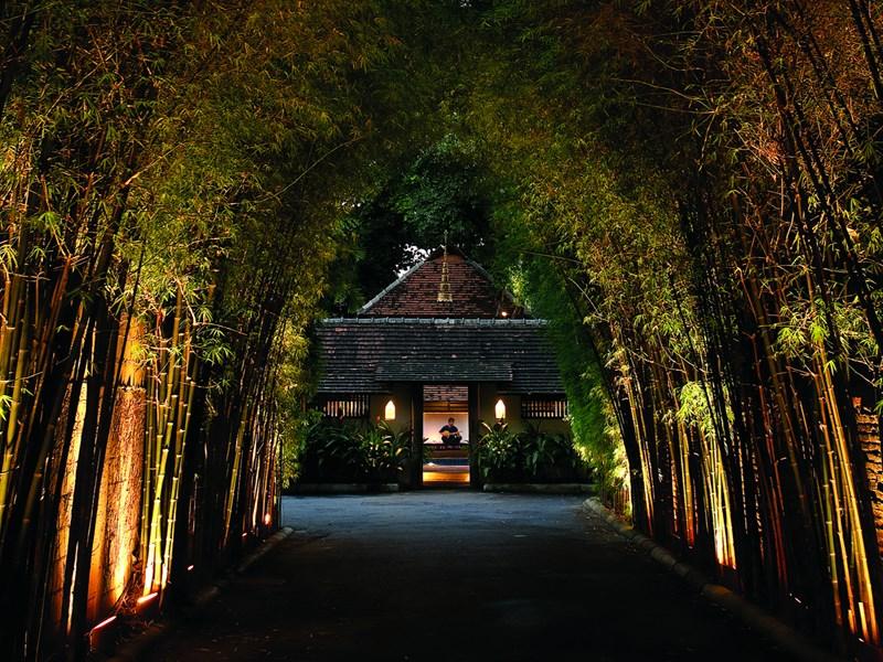 Le Tamarind Village est un hôtel de charme au style Lanna