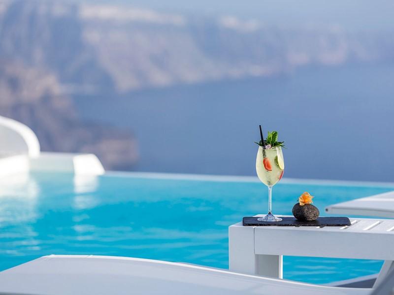 Rafraîchissez vous au bord de la piscine du Chromata