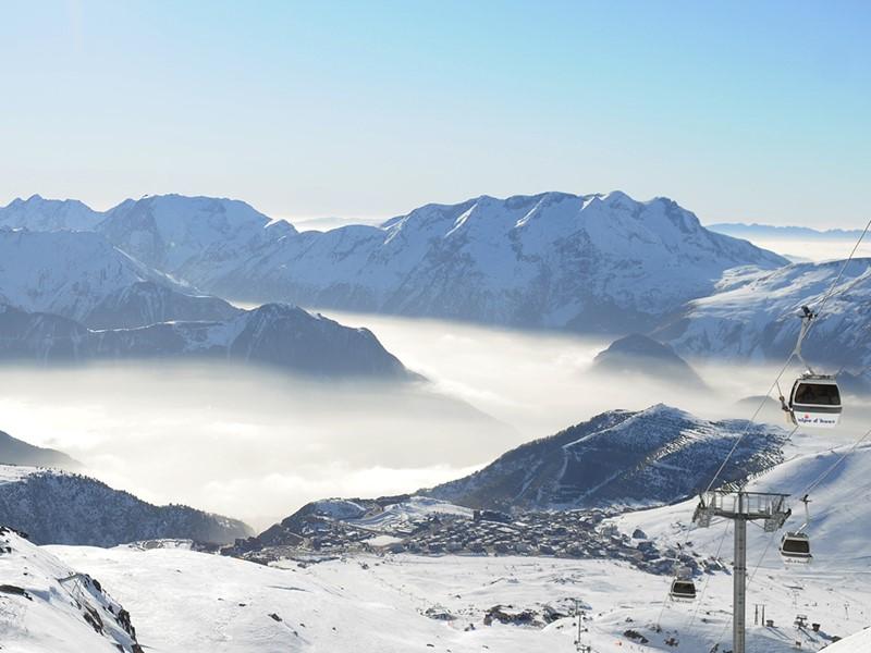 Le Club Med Alpe d'Huez  est idéalement placé dans la station