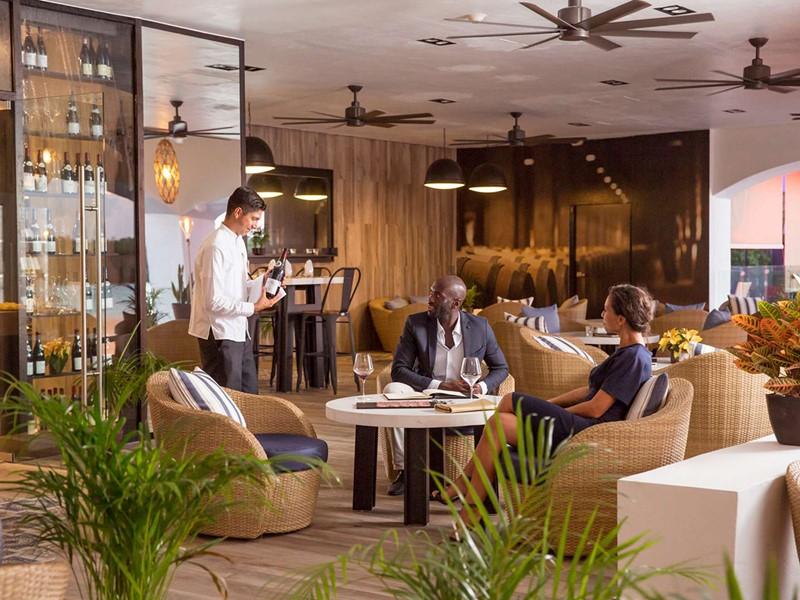 Une large selection de vins vous attend au bar La Bodega du Club Med