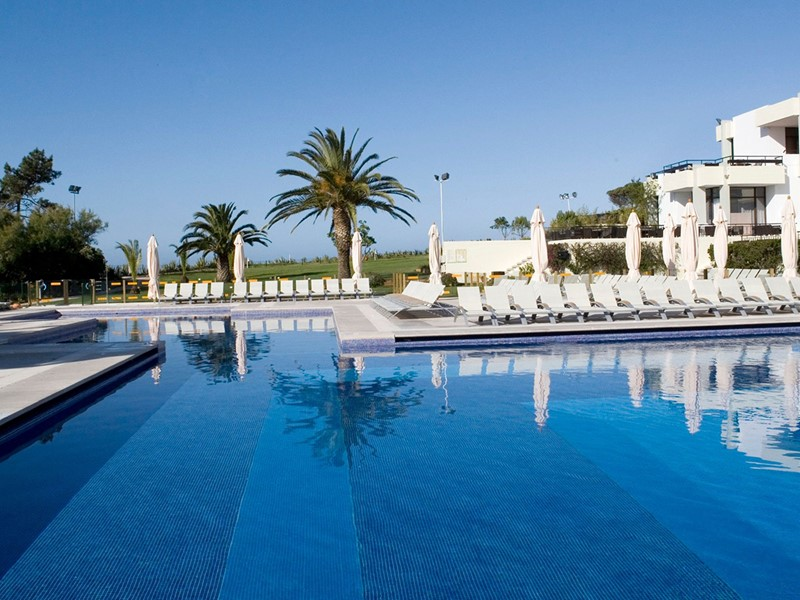 La superbe piscine du Club Med Da Balaia au Portugal