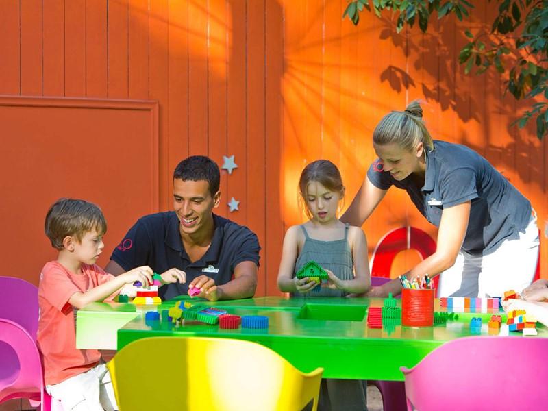 Activités ludiques et créatives au mini club du Club Med