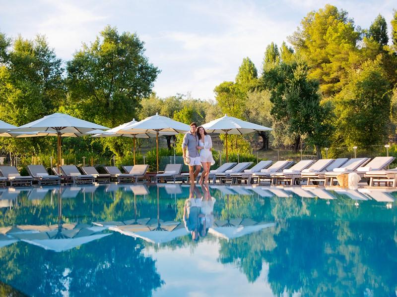 La superbe piscine du Club Med Opio en Provence