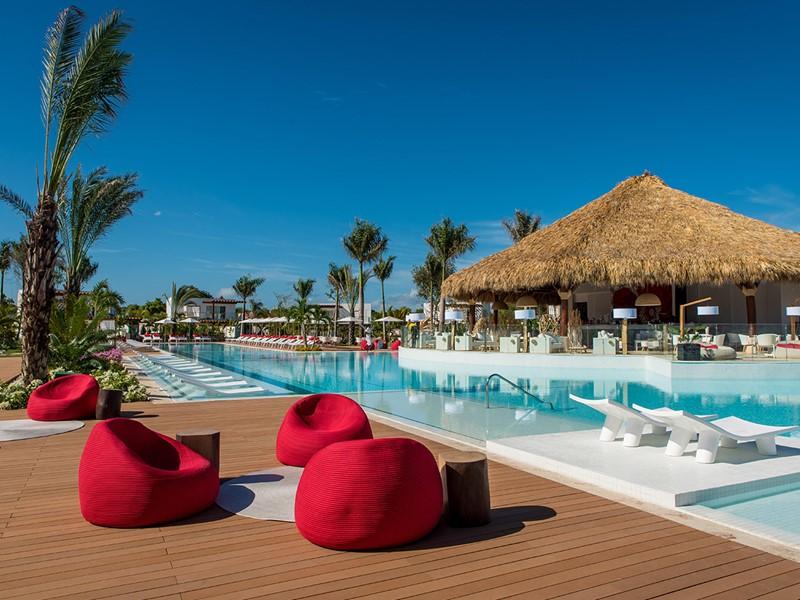 Détente au bord de la piscine du Club Med Punta Cana