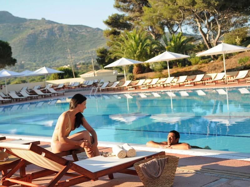 Profitez de la superbe piscine du Club Med Sant'Ambroggio