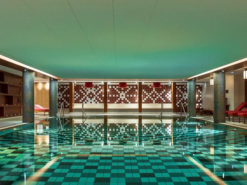 Profitez de la belle piscine interne du Club Med Val d'Isère