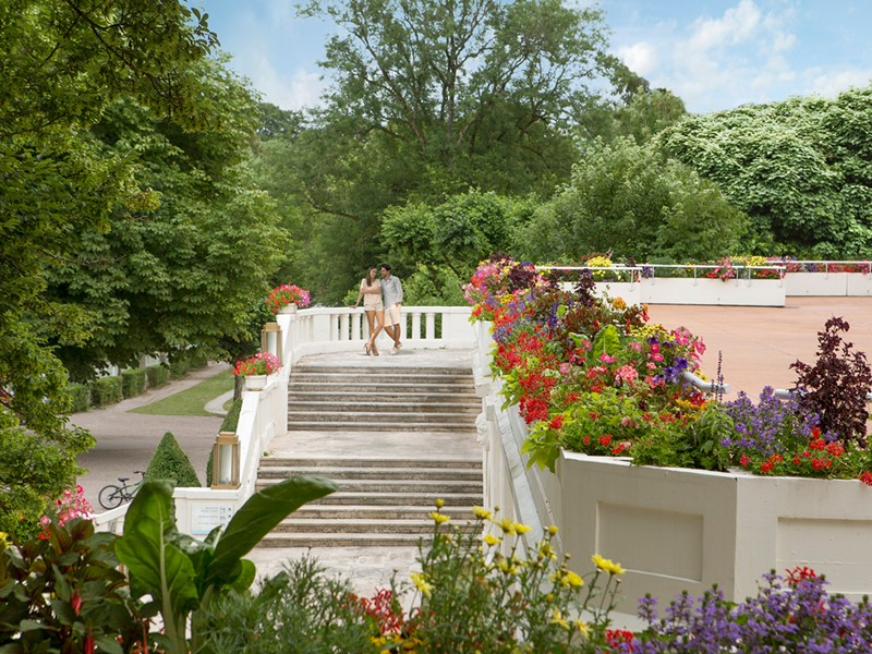 Le magnifique jardin verdoyant du Club Med Vittel Le Parc