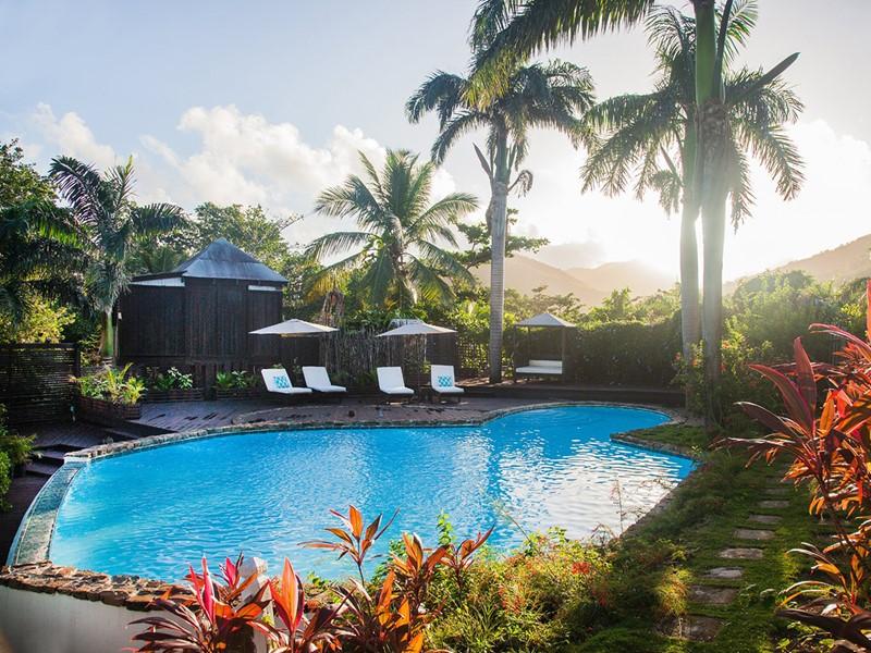 La piscine du Cocos Hotel situé au large d'Antigua