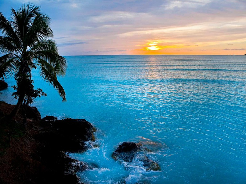 Contemplez un magnifique coucher de soleil depuis le Cocos Hotel