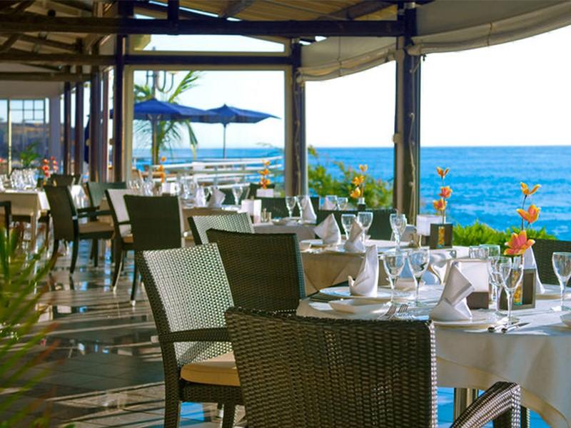 Restaurant face à la mer du Boucant Canot
