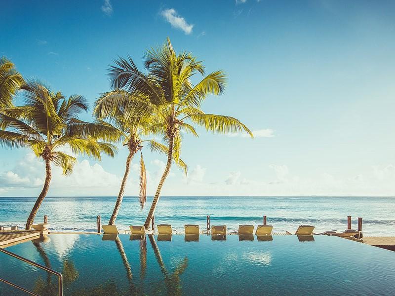 Piscine du Carana Beach Hôtel, sur l'île de Mahé aux Seychelles