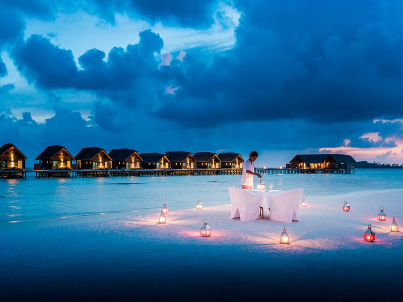 Dîner romantique sur la plage du COMO Cocoa Island
