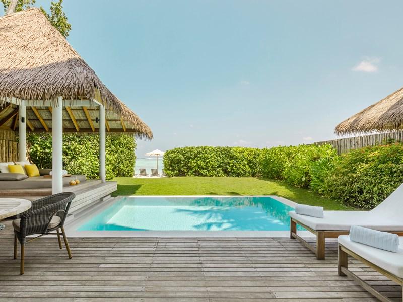 La piscine de la Two Bedroom Beach House