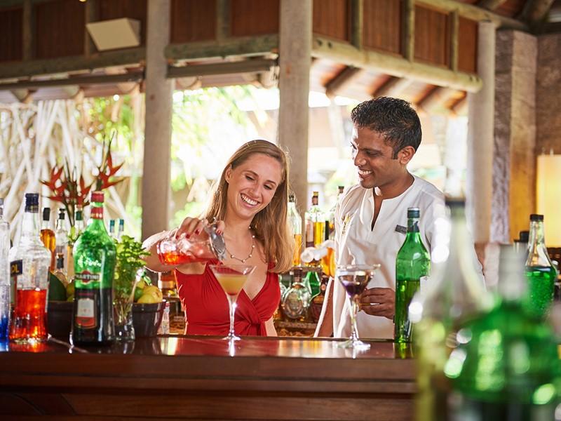 Sirotez de délicieux cocktails au Zee Bar
