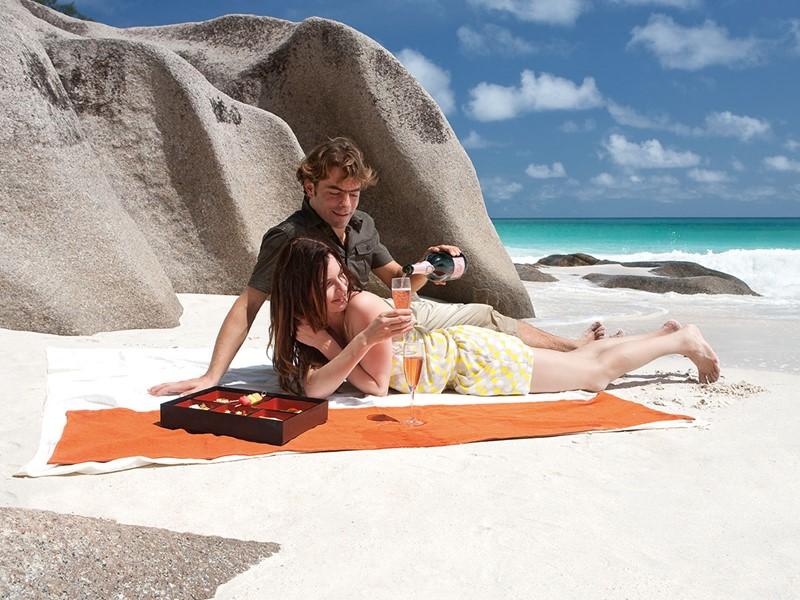 Profitez d'un moment entre amoureux sur la plage