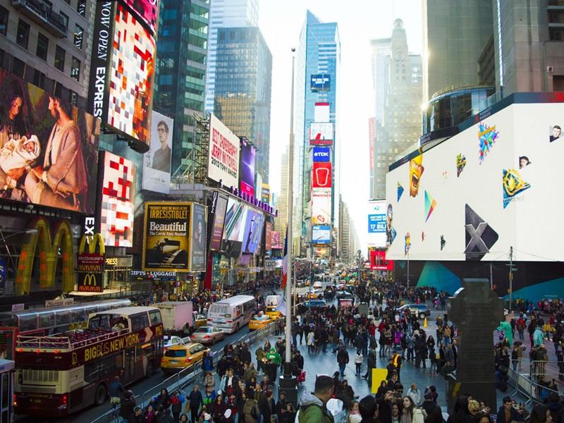 Laissez-vous enivrer par l'effervescence de Times Square, à New York.