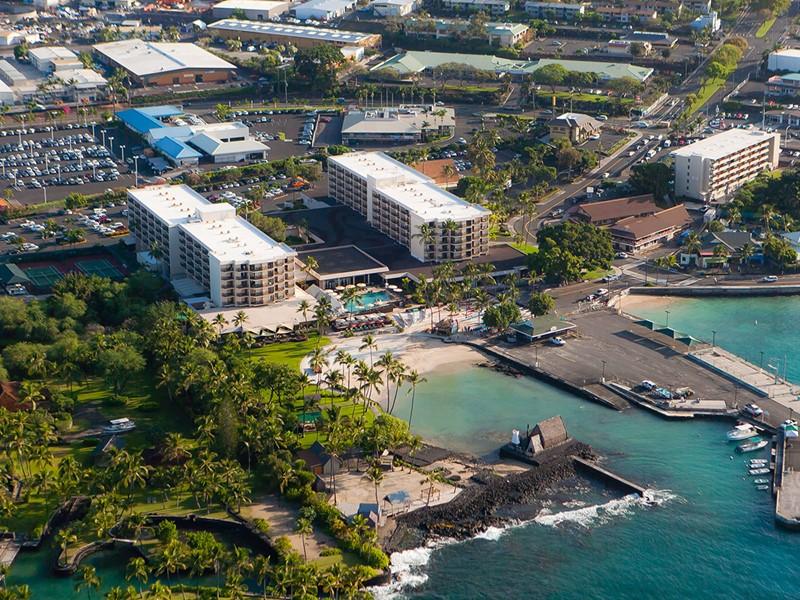 Vue aérienne du King Kamehameha's Kona Beach Hotel à Hawaii