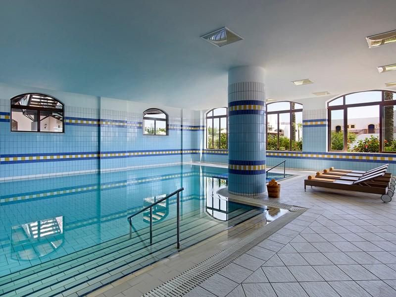 La belle piscine intérieure