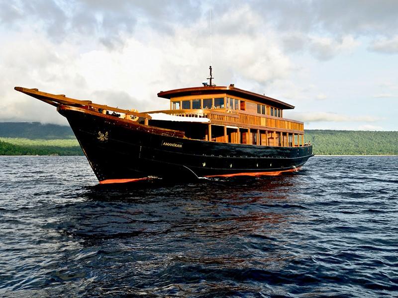 à bord de l'Amanikan, qui combine la beauté classique et le confort moderne.