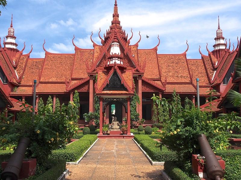 Visite du musée national de Phnom Penh, le principal musée historique et archéologique du Cambodge