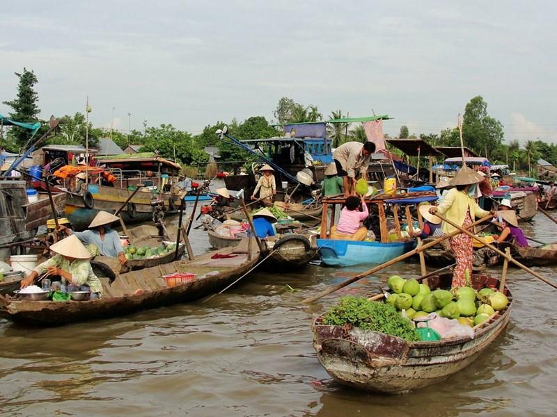 Débutez votre voyages avec une excursion à Cai Be et son marché flottant aussi coloré qu'animé