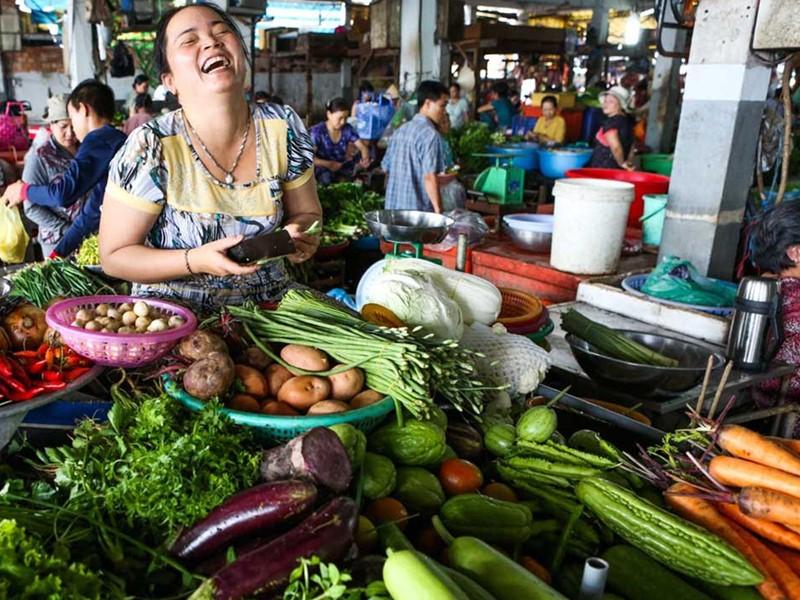 Découverte du marché de Chau Doc avec plein de couleurs et de saveurs