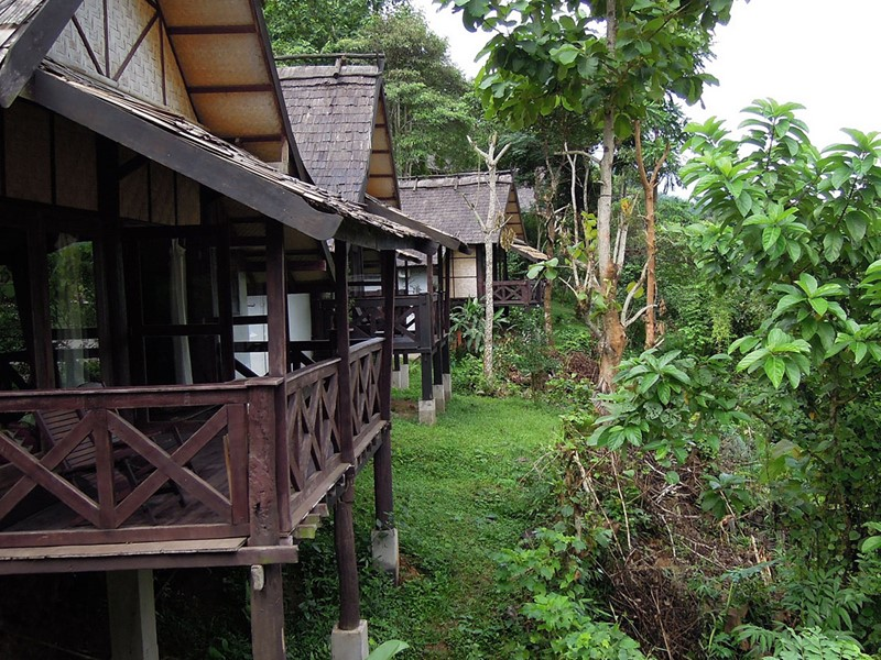 Le Nong Kiau Riverside offrant une vue imprenable sur les montagnes environnantes et la rivière de Nam Ou