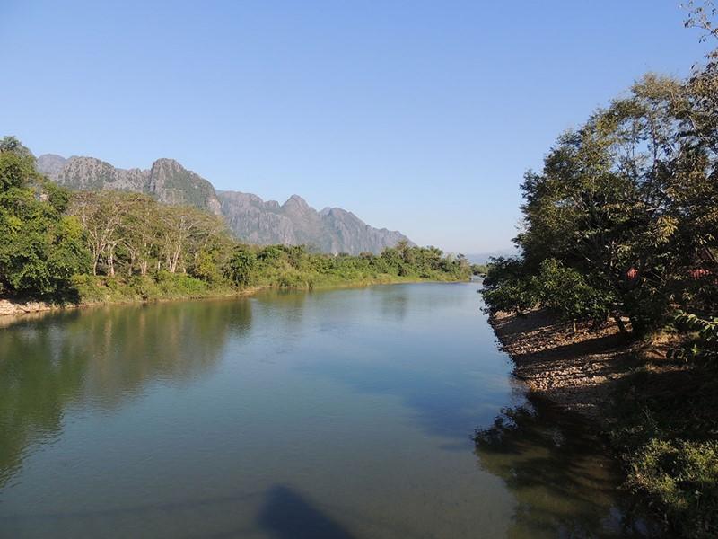 Petite croisière sur la rivière Nam Song à Vang Vieng
