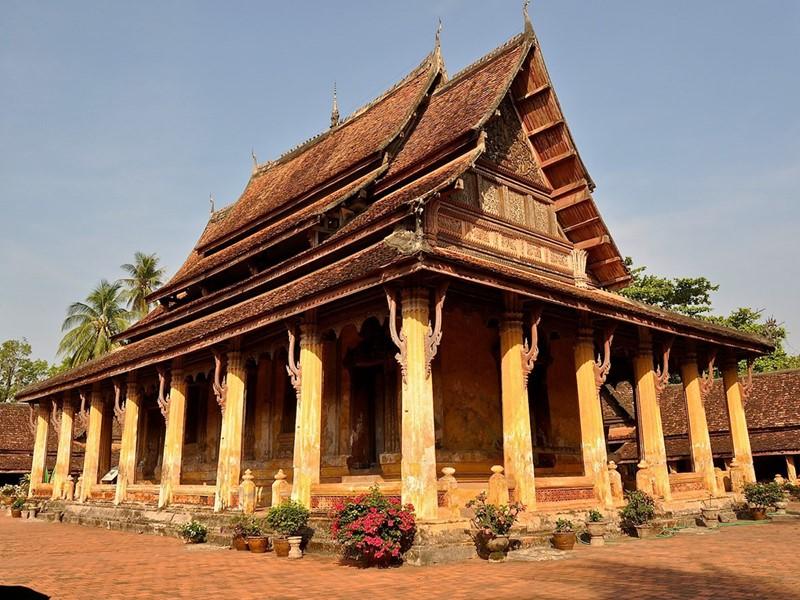 Visite du Wat Sisaket, le temple le plus ancien de la ville de Vientiane