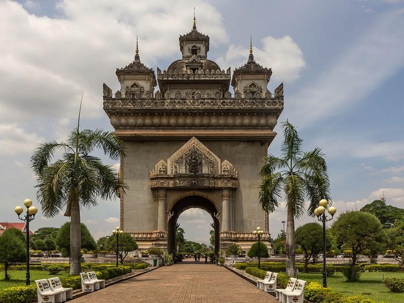 L'arc de triomphe de Vientiane au design typiquement laotien; Le PatouXay