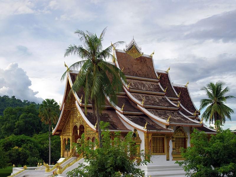 Découvrez le Wat May, le plus grand temple et le plus richement décoré de Luang Prabang