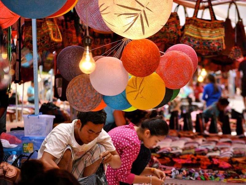 Découvrez les fameux marchés de nuits de Luang Prabang