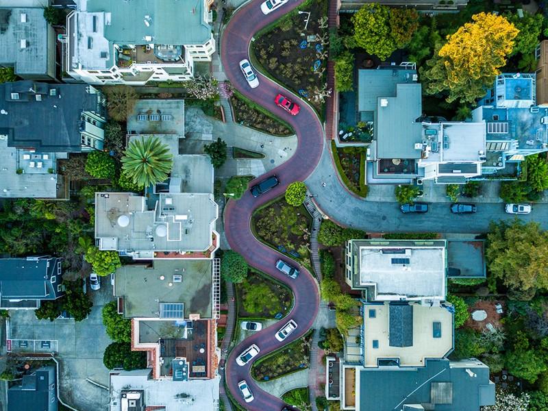 Lombard Street, la fameuse rue aux huit virages en épingle