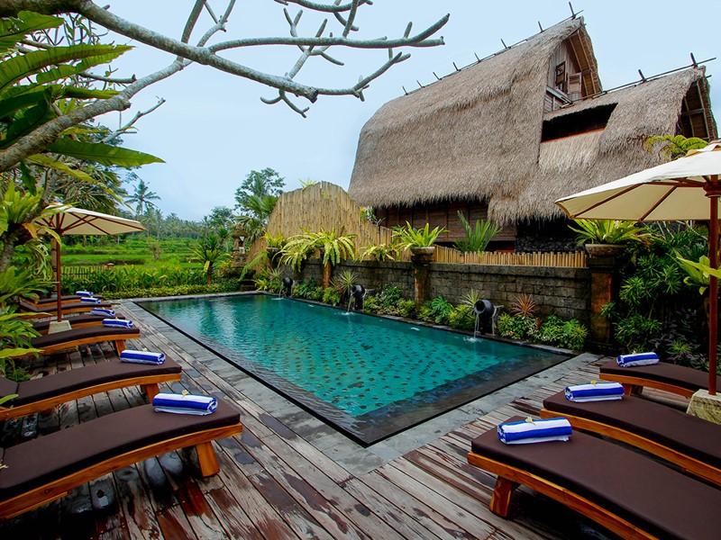 La piscine de l'hôtel De Kumplu, un ravissant éco-resort à Bali