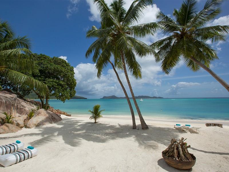 La superbe plage de la villa Deckenia aux Seychelles