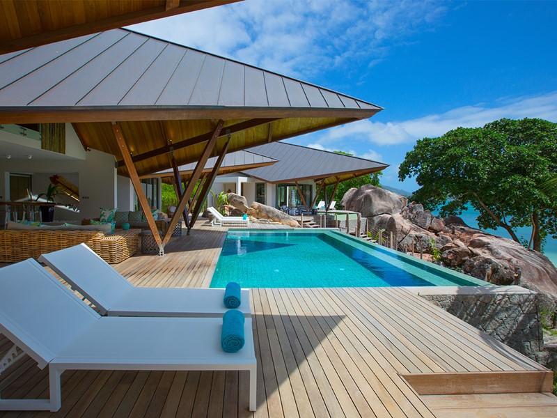 La piscine de la villa Deckenia, située à Praslin