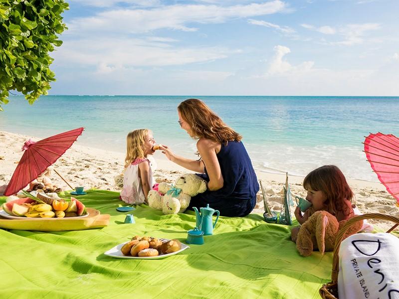 Pique-niquez sur la plage de l'hôtel Denis Private Island