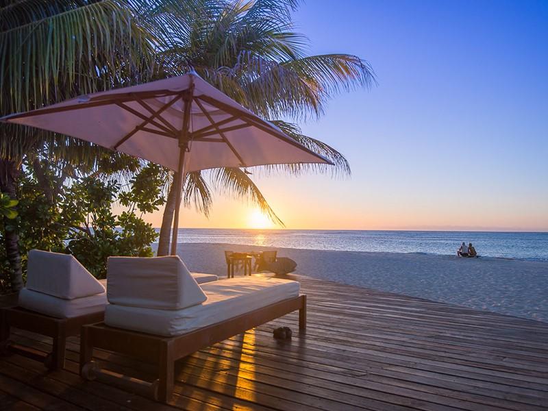 Admirez un beau coucher de soleil depuis le Denis Private Island