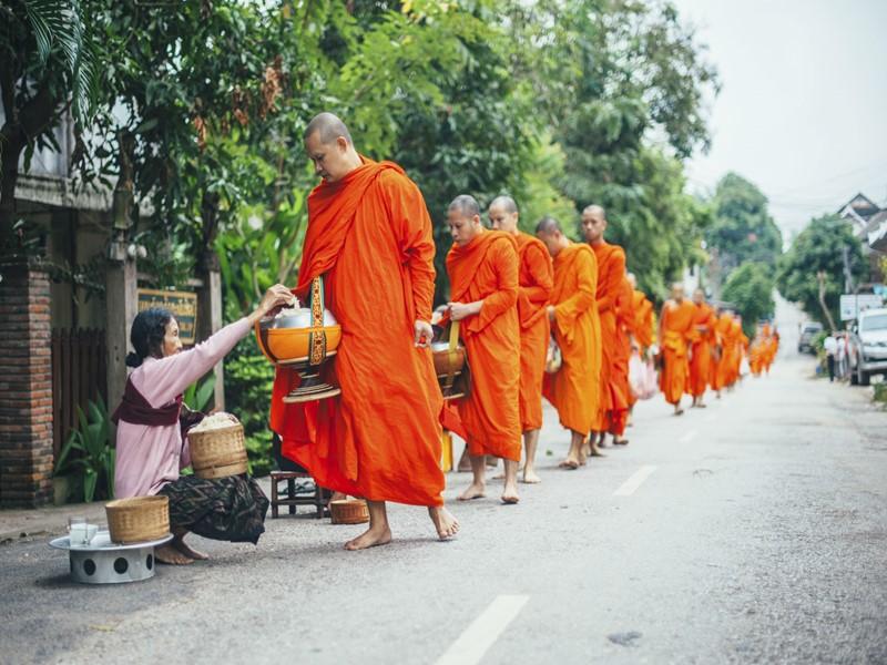 Plongez dans l'univers spirituel du Laos