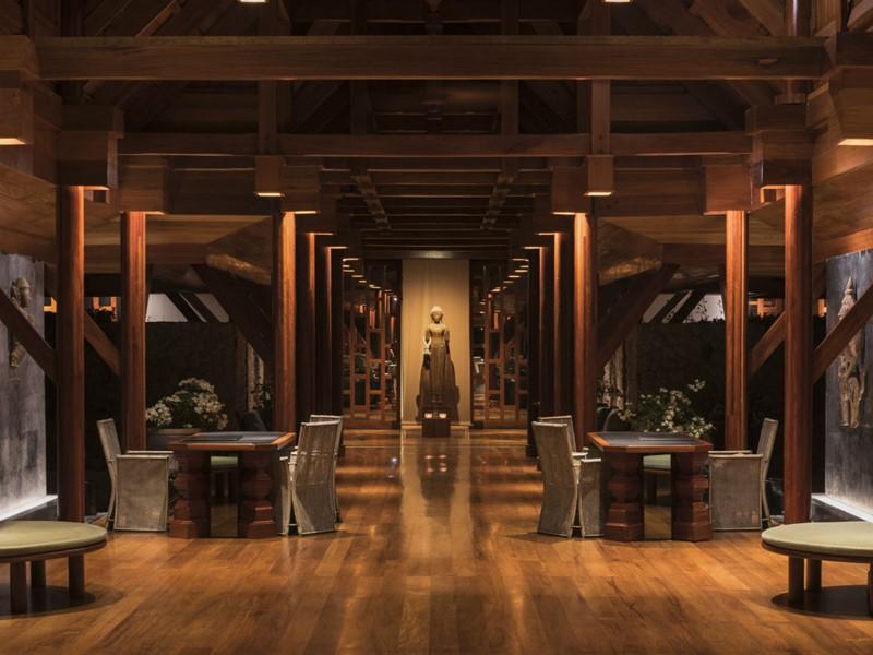 Le lobby traditionnel de l'hôtel Amanpuri