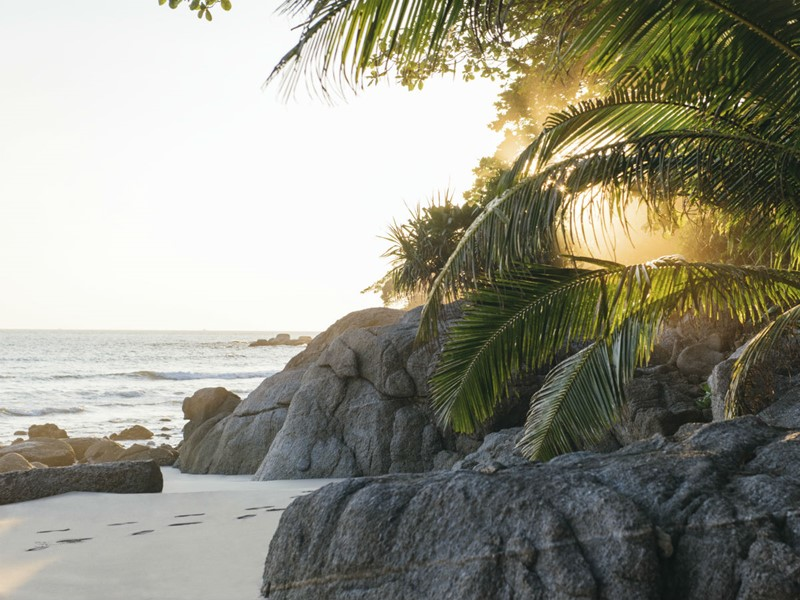 Coucher de soleil sur la plage de l'Amanpuri