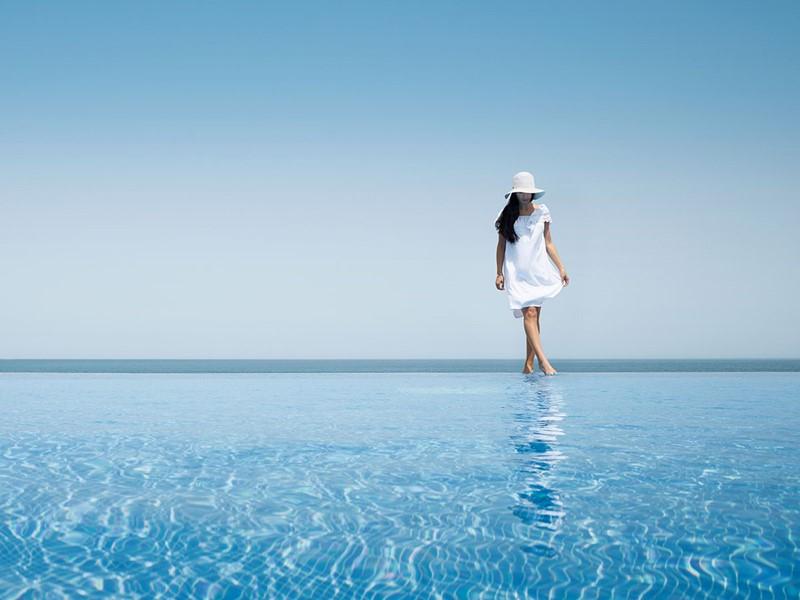 Profitez de la superbe piscine du Desert Islands Resort