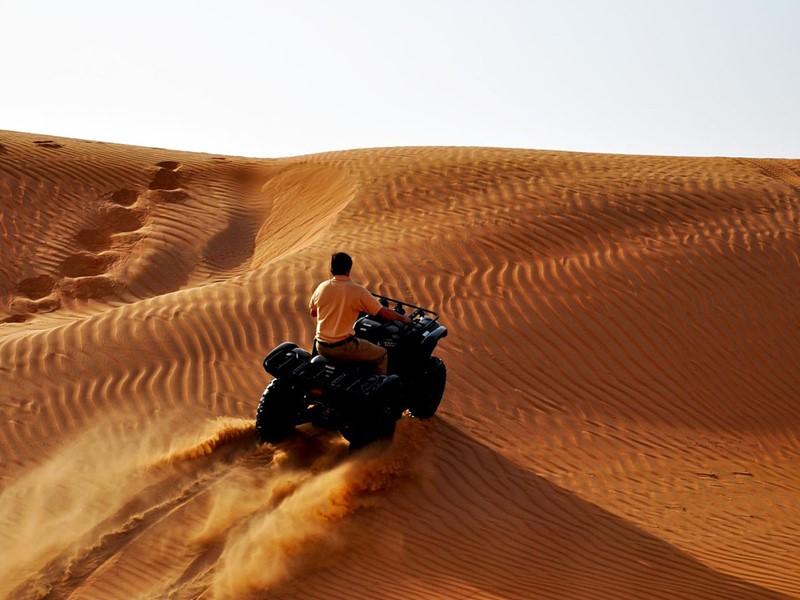Activité au coeur du désert dans le Desert Nights Camp au sultanat d'Oman