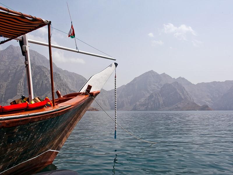 Embarquez à bord d'un boutre pour découvrir les fjords du Musandam