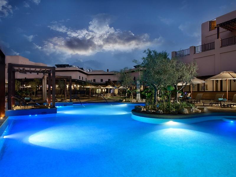 Relaxez-vous en profitant des extérieurs de l'hôtel