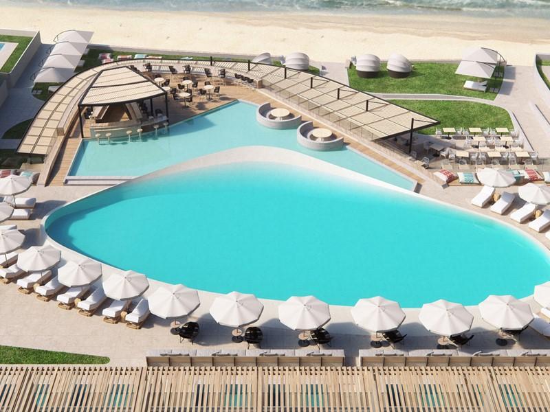 La piscine et la plage du Domes Noruz à Chania en Crête