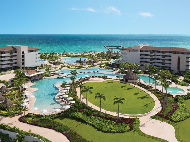 Vue des piscines de l'hôtel Dreams Playa Mujeres