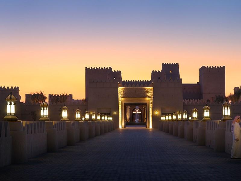L'entrée de l'hôtel Anantara Qasr Al Sarab