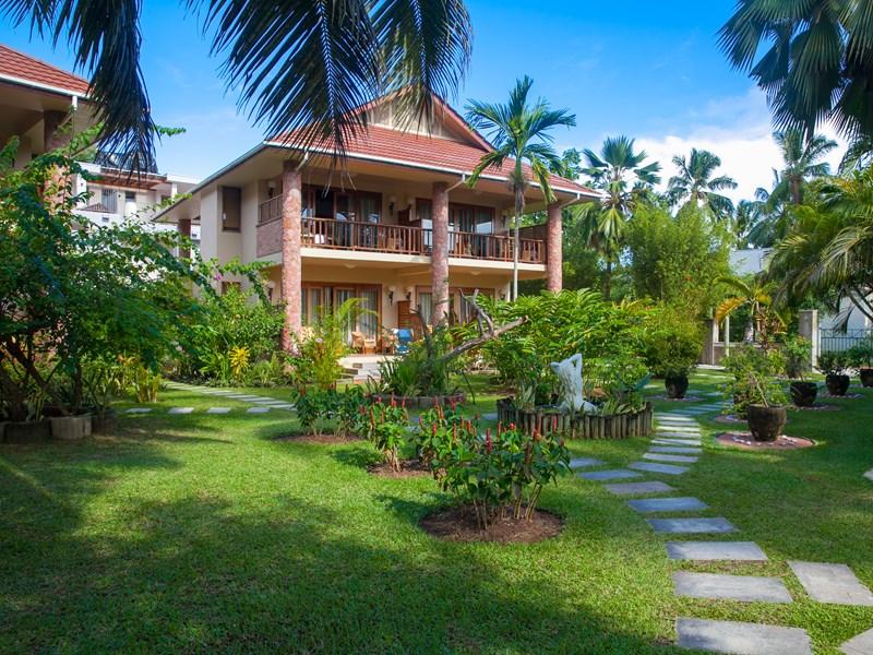 Les chambres sont nichées au coeur d'un jardin tropical